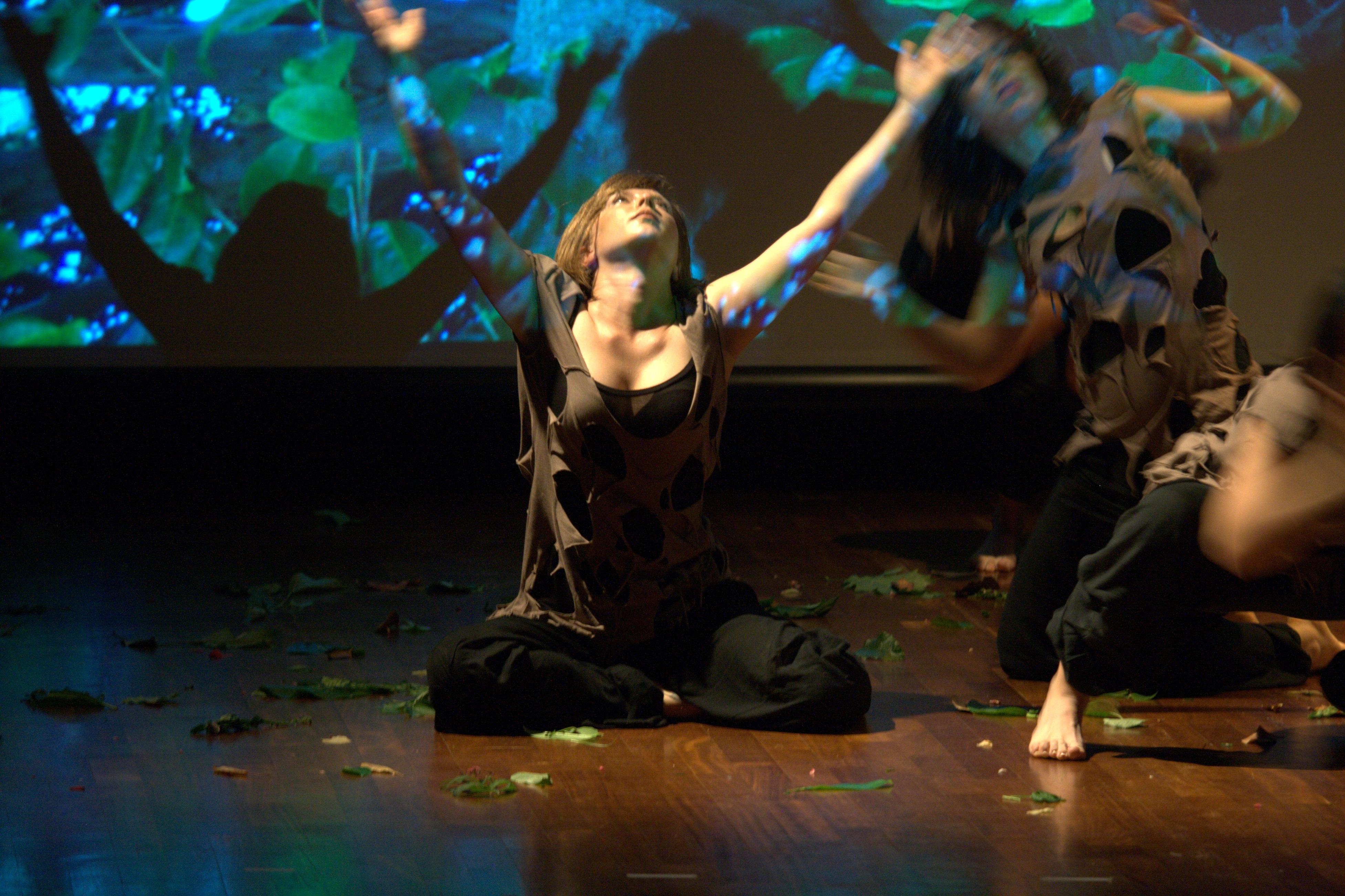 performance Genesi Le Baccanti Terra