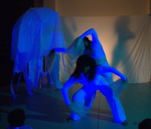 Danzaterapia performance Genesi Le Baccanti  acqua  dimmicomedanzi.it